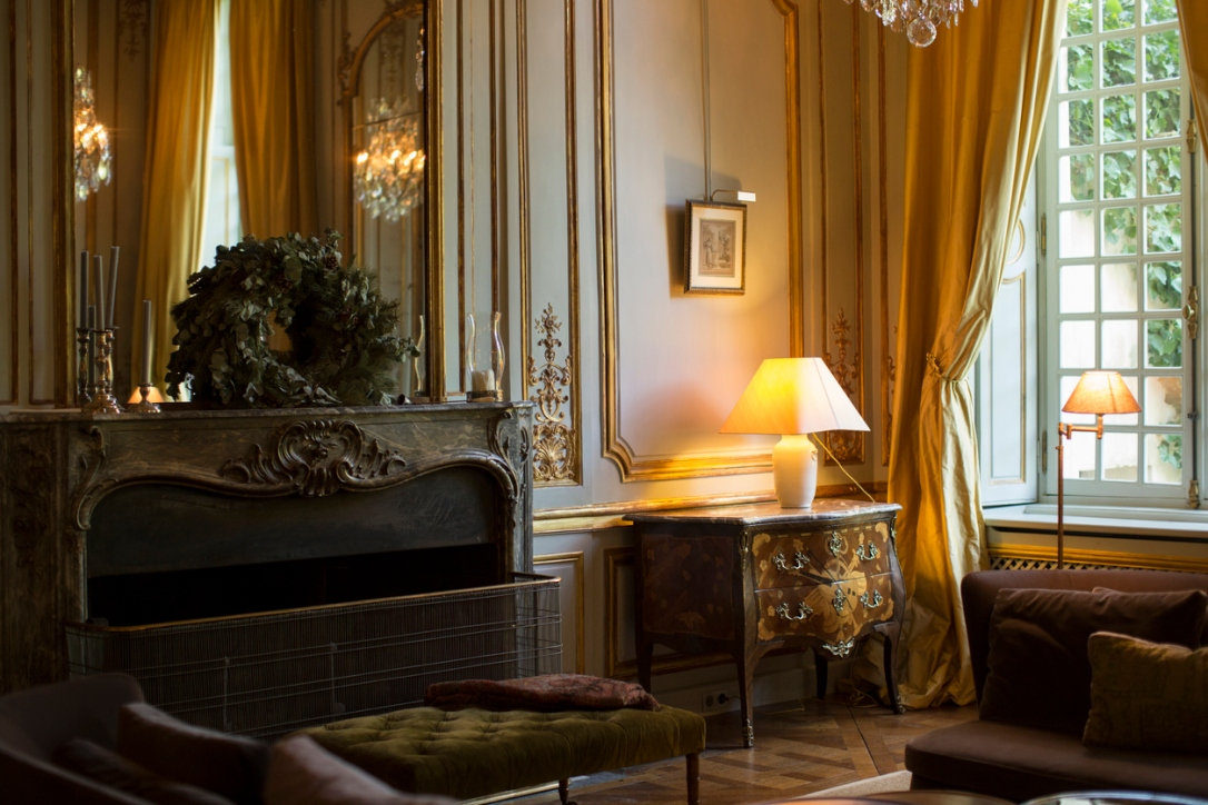 Luxury and elegant french living room.